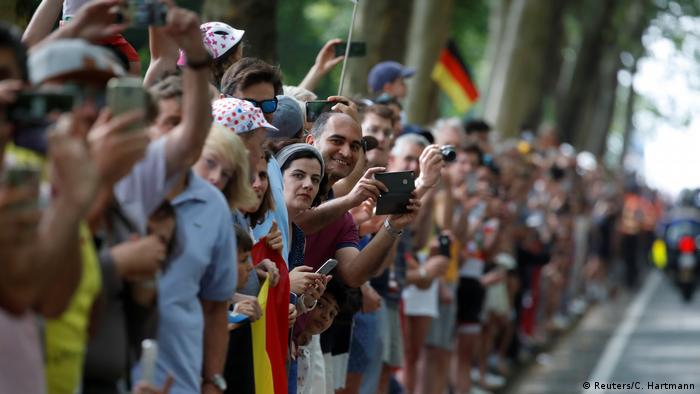 Tour de France 1. Etappe Fans (Reuters/C. Hartmann)