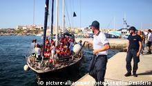 Italien Lampedusa | Rettungsschiff Alex Hafeneinfahrt ohne Erlaubnis