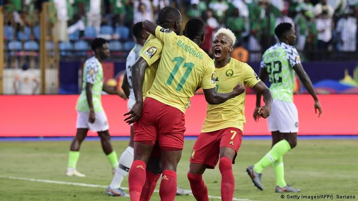 Cameroon football players on the field (Getty Images/AFP/J. Soriano)