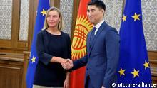 Die Hohe Vertreterin der EU für Außen- und Sicherheitspolitik, Federica Mogherini und der Außenminister von Kirgisistan, Chingiz Aydarbekov