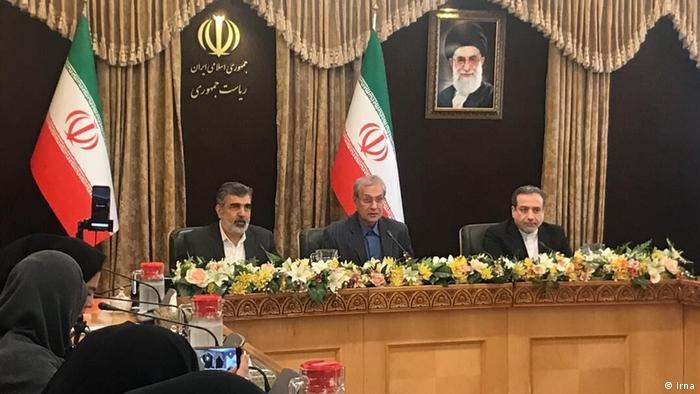 Представники іранського уряду, Організації з атомної енергії та заступник очільника МЗС Ірану на пресконфереції у Тегерані