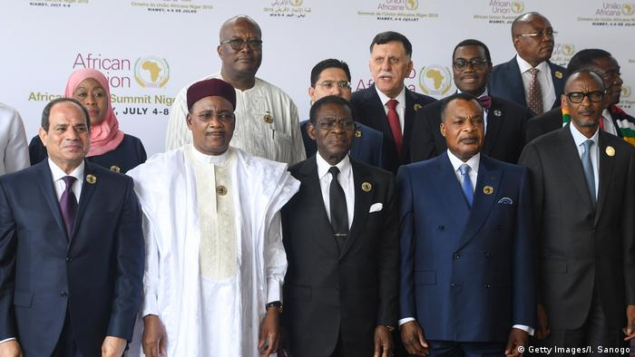 'AfCFTA will represent an important step,' says AU chairman el-Sissi (L)