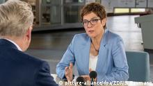 Deutschland Sommerinterview 2019 in Berlin - Theo Koll interviewt Annegret Kramp-Karrenbauer