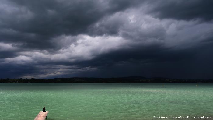 BdTD Deutschland Sonne und Gewitter im Süden (picture-alliance/dpa/K.-J. Hildenbrand)