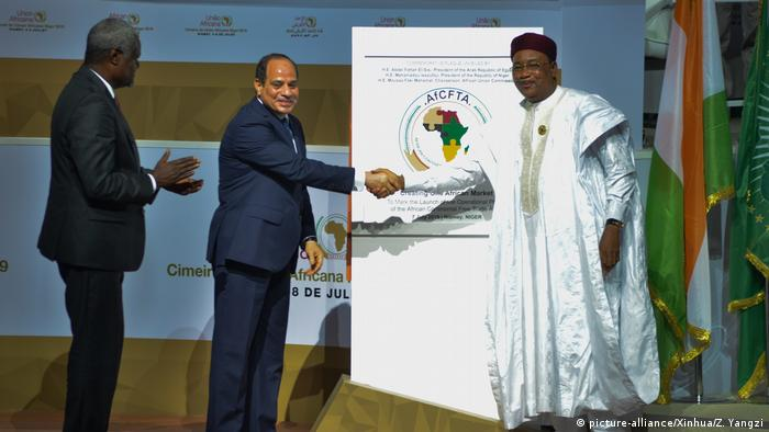 AU commission chairman Moussa Faki Mahamat, Egyptian President Abdel Fattahal-Sisi and Nigerien President Mahamadou Issoufou shake hands on the African free trade zone agreement