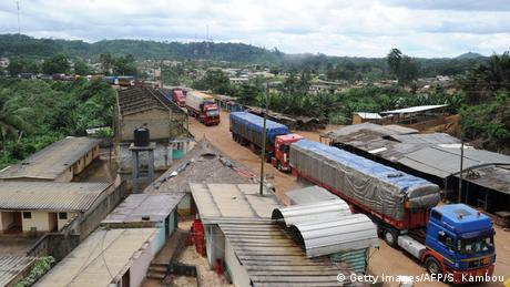 Warenverkehr an der Grenze zwischen Elfenbeinküste und Ghana