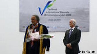 Akbar Behkalam bei der Preisverleihung in Taschkand