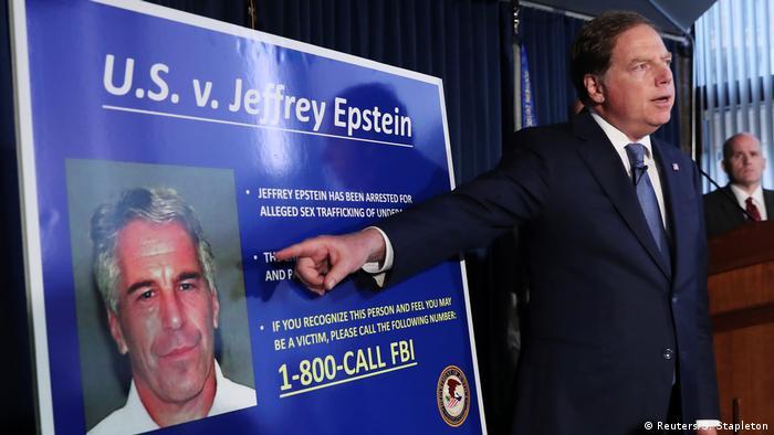 Procurador-geral do Distrito Sul de Nova York, Geoffrey Berman, anuncia as acusações de abuso sexual de menores contra Jeffrey Epstein