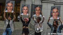 New York Anklage Jeffrey Epstein Protest Hot Mess