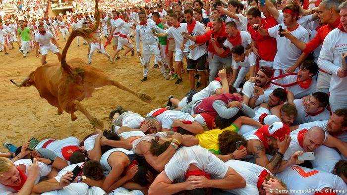 Encerrona en el Festival de San Fermín, en Pamplona, España.