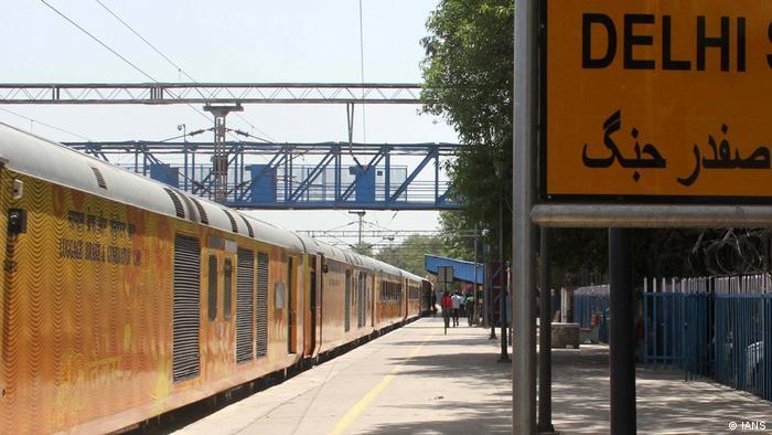 Indien Neu Delhi Zug im Bahnhof Safdarjung (IANS)