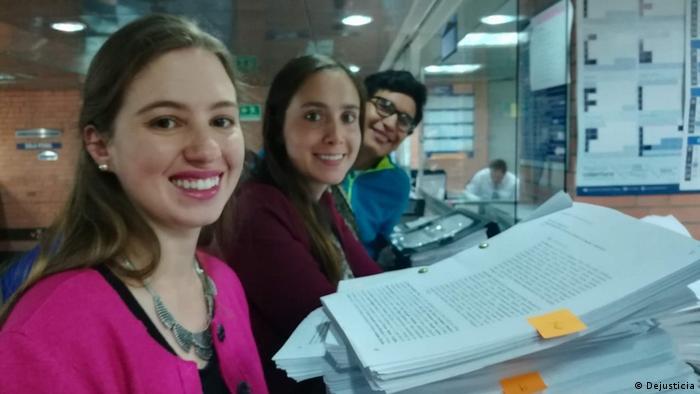 Jóvenes demandantes en el Tribunal Superior de Bogotá, donde tuvieron que presentar la demanda y denunciar el incumplimiento del gobierno.