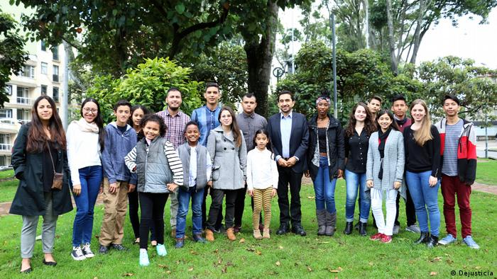 The group of young plaintiffs with Cesar Rodríguez, their legal representative (DW/C. Mila)