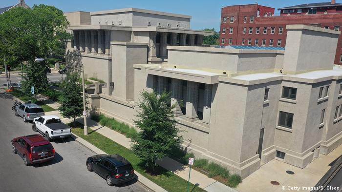 Unity Temple in Illinois, building on a street corner with flat roofs on several levels (Getty Images/S. Olson)