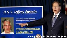 USA New York Jeff Berman bei Pressekonferenzu zu Jeffrey Epstein