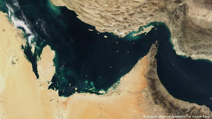 Luftaufnahme - Straße von Hormus und Golf von Oman (picture-alliance/dpa/NASA/The Visible Earth)