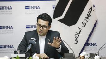 به گفته عباس موسوی، سخنگوی وزارت خارجه ایران، رومانی در رابطه با مرگ غلامرضا منصوری شفاف عمل نمیکند