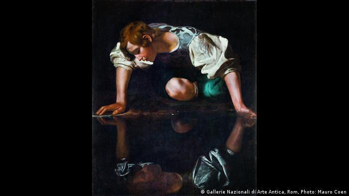 Ausstellung Wege des Barock; Gemälde Narziss von Caravaggio. (Gallerie Nazionali di Arte Antica, Rom, Photo: Mauro Coen)