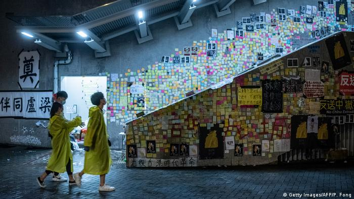 Hong Kong - Lennon Wall mit Notizen von Demonstranten (Getty Images/AFP/P. Fong)
