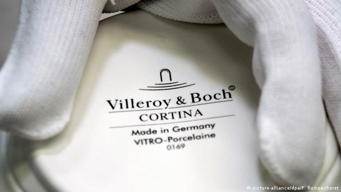 Фирмата за производство на керамика Villeroy & Boch е основана през 1748 г. в малко лотарингско село от Франсоа Бох. Компанията, която първоначално изработвала само порцеланови сервизи за хранене, впоследствие става една от водещите фирми за санитарен фаянс и керамични изделия. Днес за нея работят 7500 души по цял свят, а оборотът ѝ за миналата година е възлизал на 835 милиона евро.