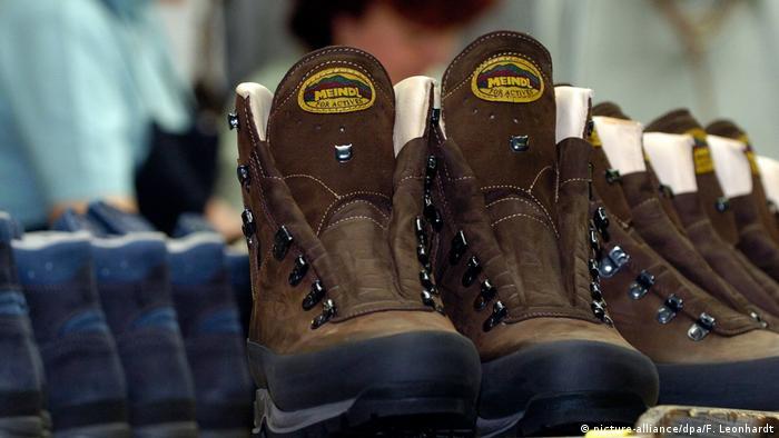 През 1683 г. Петер Мейндъл открива един от първите обувни цехове в Бавария. Следващите поколения успешно продължават дейността му, която днес е съсредоточена в изработката на туристически обувки и кожени изделия. В момента семейната компания разполага с 200 служители.