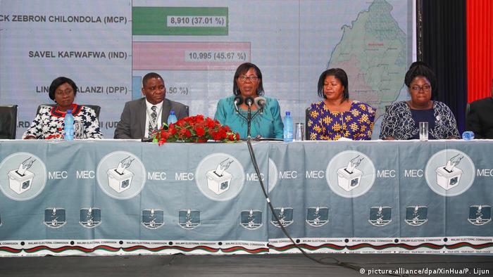 Malawai Blantyre | Präsidentenwahl - Jane Ansah Vorsitzende des Wahlgremium gibt Ergebnisse bekannt (picture-alliance/dpa/XinHua/P. Lijun)