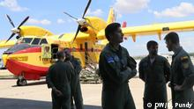 Pilots with Canadair aircraft (DW/D. Pundy)