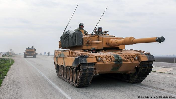 A German Leopard tank owned by the Turkish army (picture-alliance/dpa/XinHua)