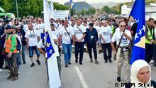Teilnehmer des Friedensmarsches 2019 im Gedenkstätte Potočari