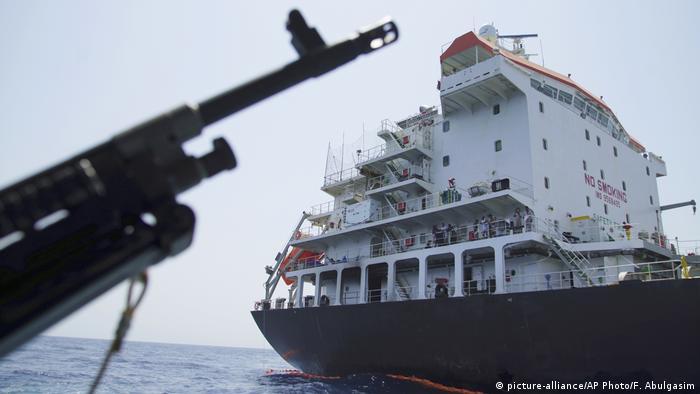 Spannungen in der Straße von Hormus (picture-alliance/AP Photo/F. Abulgasim)