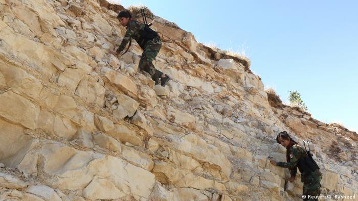 به گزارش خبرگزاری آسوشیتدپرس ائتلاف تحت رهبری آمریکا از تابستان ۲۰۱۴ مشغول آموزش نیروهای پیشمرگه کرد در عراق برای مقابله با داعش بوده است.