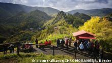 Weinausschank auf dem Rotweinwanderweg über Altenahr | Verwendung weltweit