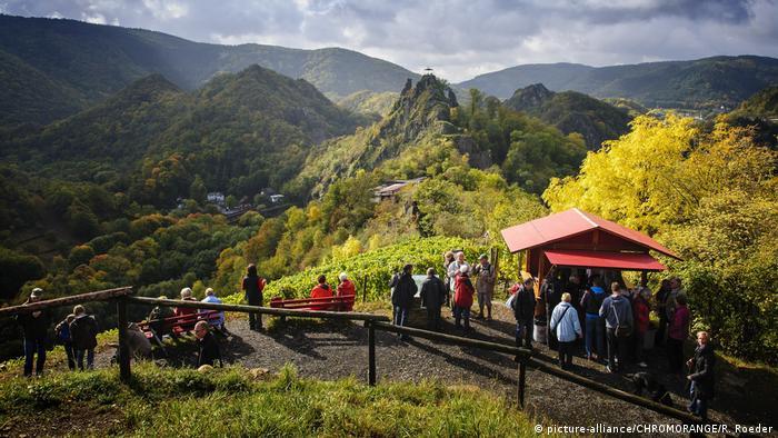 BG Wanderwege in Europa | Rotweinwanderweg in Altenahr (picture-alliance/CHROMORANGE/R. Roeder)