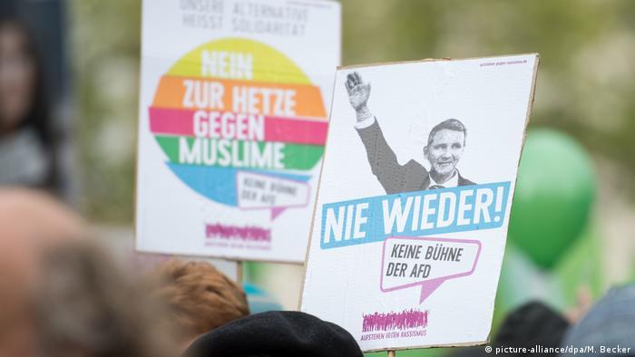 Proteste gegen Bundesparteitag der AfD (picture-alliance/dpa/M. Becker)