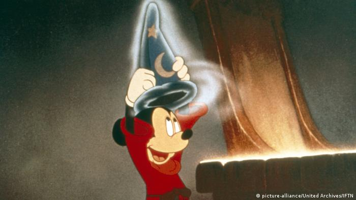 film scenen from Fantasia 2000 - mickey mouse as a wizard (picture-alliance/United Archives/IFTN)