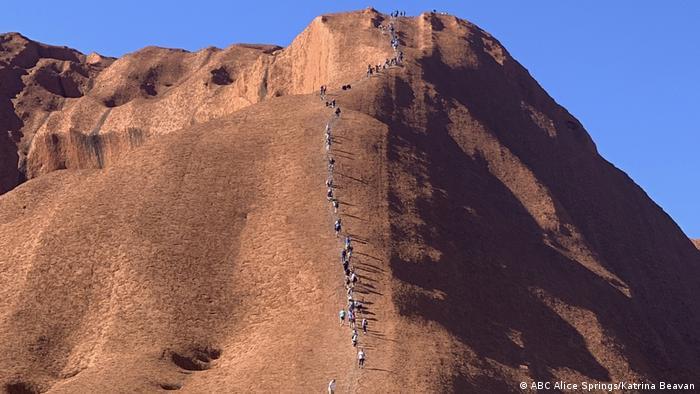 Uluru: Avalancha de turistas.