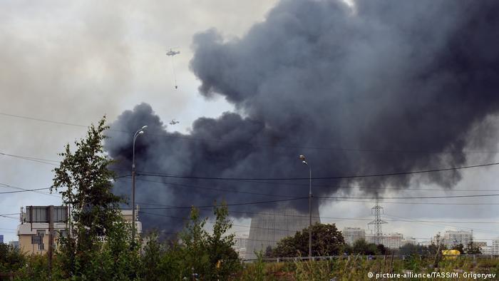 Russland Moskau Feuer in Kraftwerk (picture-alliance/TASS/M. Grigoryev)