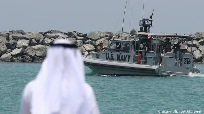 US Navy in Straße von Hormus (picture-alliance/AP/K. Jebreili)