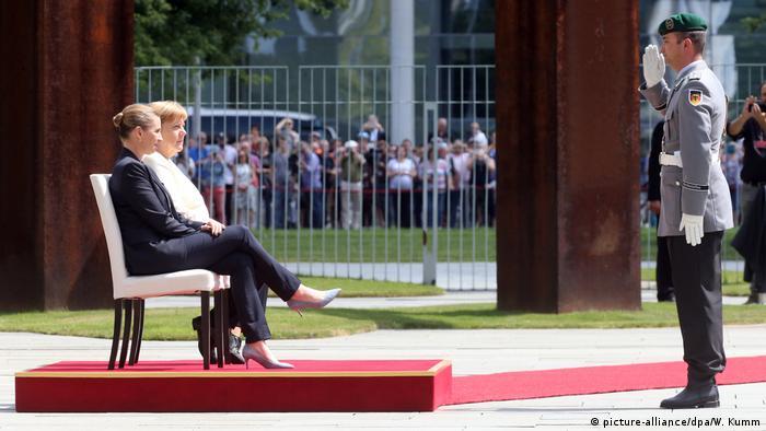 Deutschland Berlin | Angela Merkel, Bundeskanzlerin & Mette Frederiksen, Ministerpräsidentin Dänemark (picture-alliance/dpa/W. Kumm)