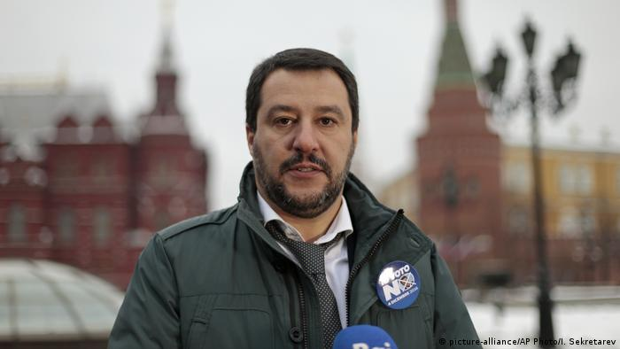 File photo: Italy's Northern League leader Matteo Salvini speaks to the media near Red Square outside the Kremlin in Moscow, Russia, Friday, Nov. 18, 2016. (picture-alliance/AP Photo/I. Sekretarev)