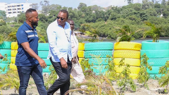 Kenyan President Uhuru Kenyatta visiting the Kibarani site with Governor Hassan Joho