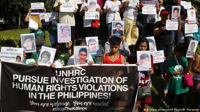Angehörige von Opfern demonstrieren am Dienstag im Norden Manilas für eine Untersuchung durch den Menschenrechtsrat