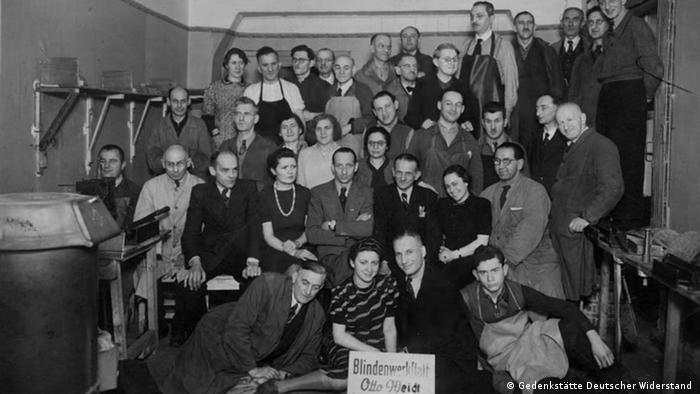 1941 staff photo of Otto Weidt's Workshop for the Blind in the Rosenthaler Straße 39 Berlin, 1941 (Gedenkstätte Deutscher Widerstand)