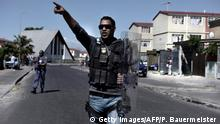Südafrika Kapstadt Polizeieinsatz im Township Manenberg