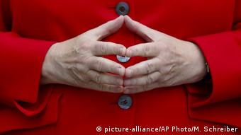 Характерният жест на Меркел с пръсти във формата на ромб