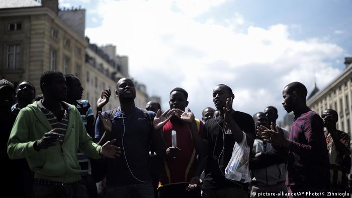 Migrants also made a protest outside the Pantheon