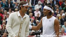 ARCHIV 2008 *** Switzerland's Roger Federer (L) chats with Spain's Rafael Nadal prior to play their final tennis match of the 2008 Wimbledon championships at The All England Tennis Club in southwest London, on July 6, 2008. AFP PHOTO / Adrian Dennis (Photo credit should read ADRIAN DENNIS/AFP/Getty Images)