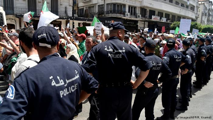 Proteste gegen politische Einflussnahme auf die Justiz (Getty Images/AFP/R. Kramdi)