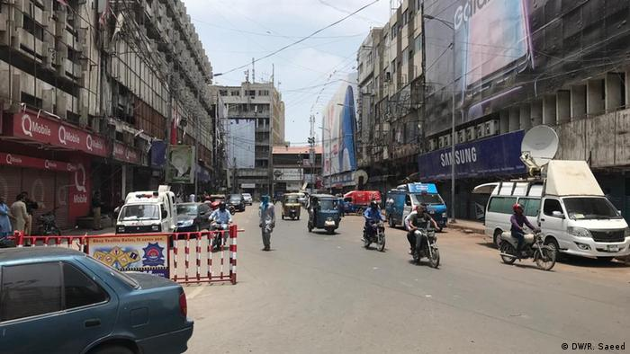 Road in Karachi during the strike, with little traffic to be seen