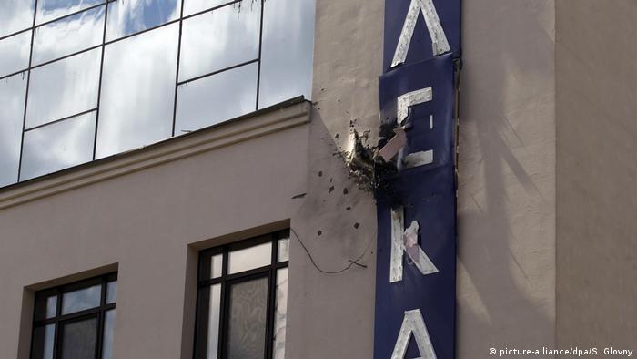 Поврежденное здание телеканала в Киеве